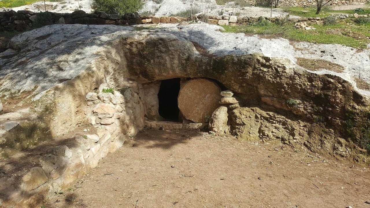 grave-2115941_1280